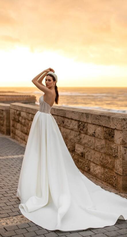 wedding dress with low back, wedding dress train, wedding lace dresses