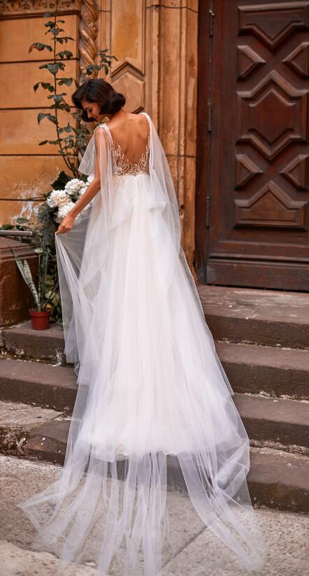 легкое свадебное платье, свадебное платье со шлейфом