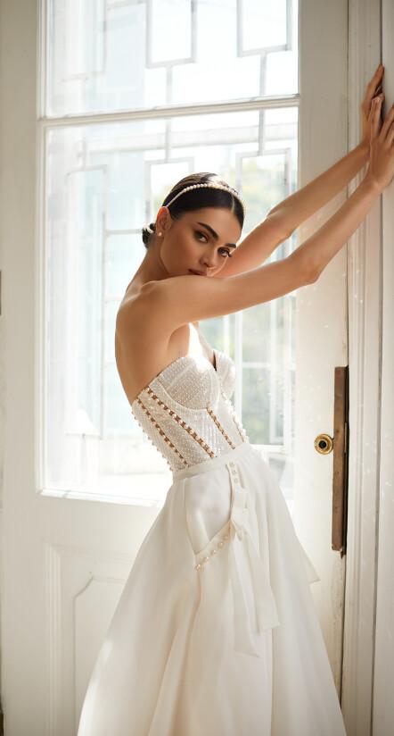 свадебное платье с открытыми плечами